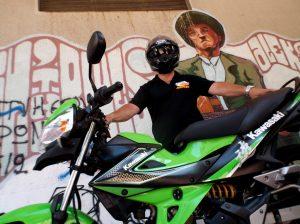 """ΑΦΙΕΡΩΜΑ: """"Μοτο-Ταξί"""" - Ζώντας με ένα παπί"""