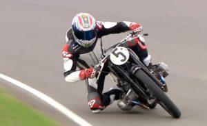 "VIDEO: Πηγαίνοντας ""τάπα"" με μια μοτοσυκλέτα 80 ετών!"
