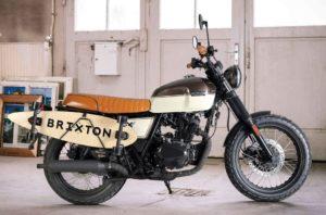 BRIXTON BX 125 SK8, Limited Edition: Ειδικό βάψιμο και Skateboard