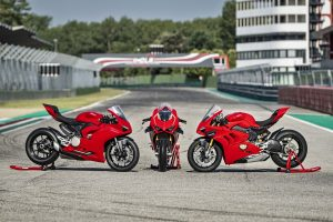 DUCATI, 2020: Panigale V4, εναντίον Panigale V2