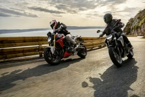 BMW, 2020: Street Adventure S 1000 XR, vs, Naked F 900 R